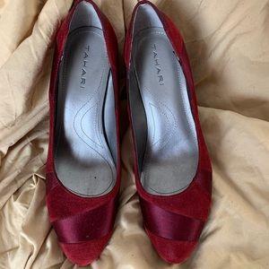 Tahari red satin and smooth velvet high heels s7.5